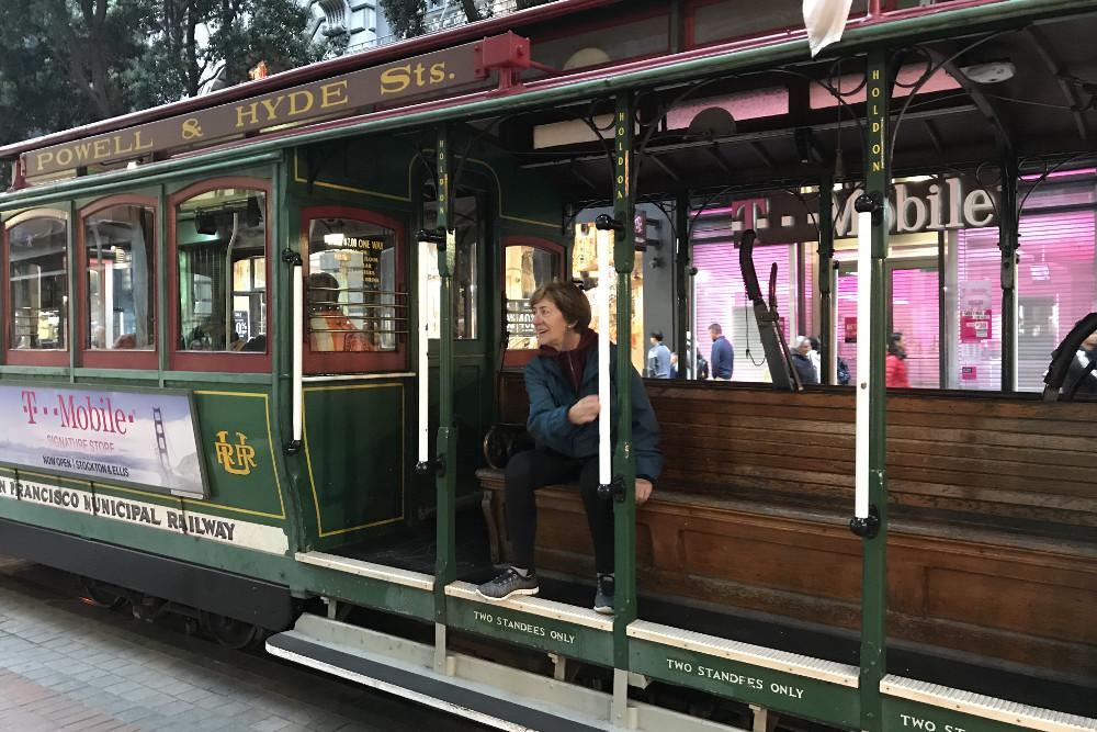 Una que no le dio la gana hacer cola para coger el tranvia en San Francisco
